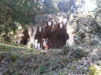 dans la grotte lamas du parc, Château de Courcelles-sous-Moyencourt