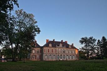 vue de dos et au coucher de soleil Lamas du Parc, Château de Courcelles-sous-Moyencourt