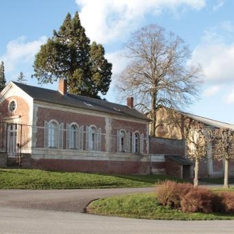 les maisons en hauteur Lamas du Parc, Château de Courcelles-sous-Moyencourt